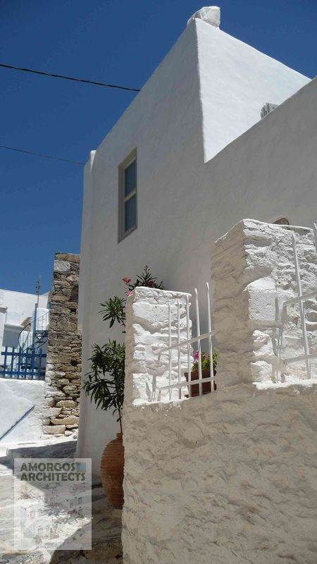 Design, planning and restoration of an old village house (68m2) in Chora Amorgos, with the addition of a floor.